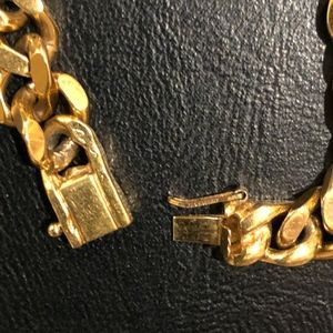 Jewelry - VINTAGE NECKLESS